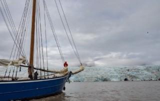 ae-2020-août-11-mauritius devant glacier