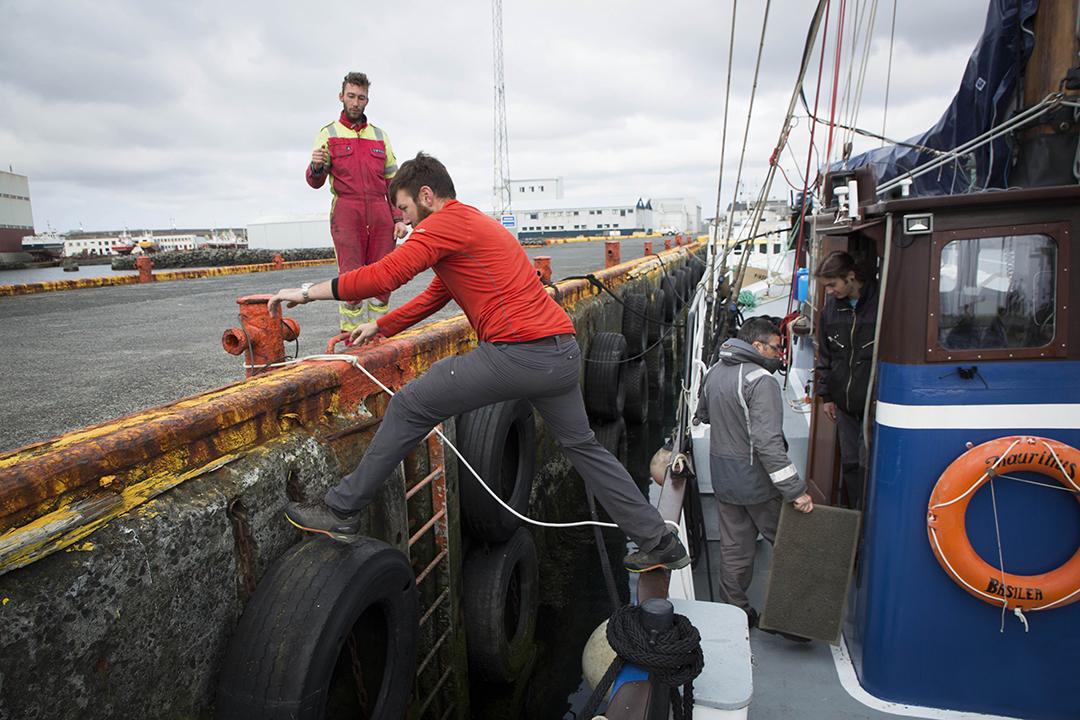 Manœuvre sur le port de Keflavík