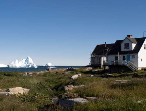 Sortie à terre dans la petite ville de Qeqertarsuaq